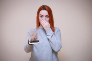 אחת ולתמיד - מדוע נשים חוות נשירת שיער