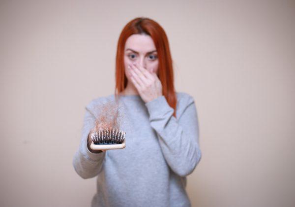 אחת ולתמיד: מדוע נשים חוות נשירת שיער?
