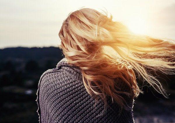 דרכים טבעיות לטיפוח השיער